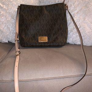 Micheal Kors like new purse.